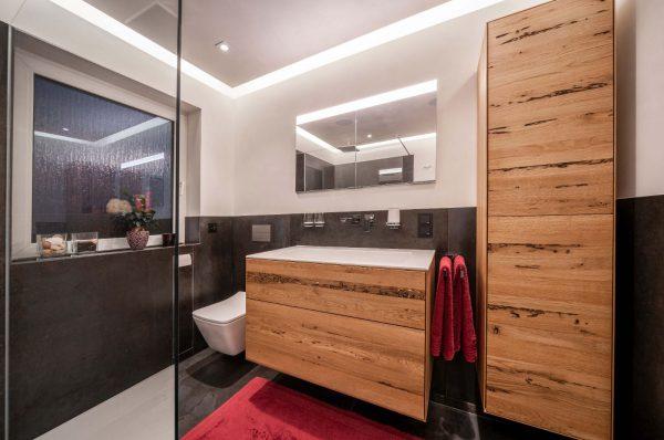 Badsanierung von Wanne auf große Dusche mit Waschtischanlage aus Venezianischem Holz und Kalkputz in Trebur 012
