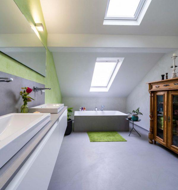 Fugenlose Badsanierung mit freistehender Badewanne und großer Dusche in Wiesbaden 013