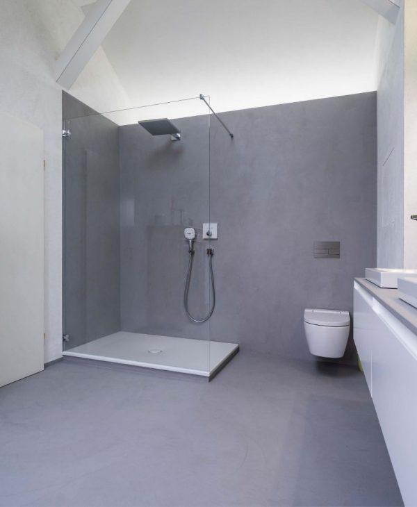 Fugenlose Badsanierung mit freistehender Badewanne und großer Dusche in Wiesbaden 017